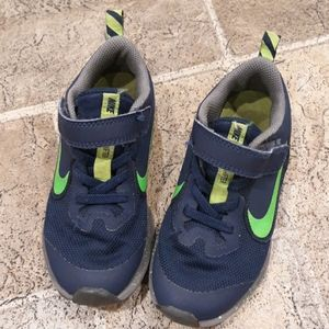 Nike Downshifter boy size 10.5 velcro tennis shoes